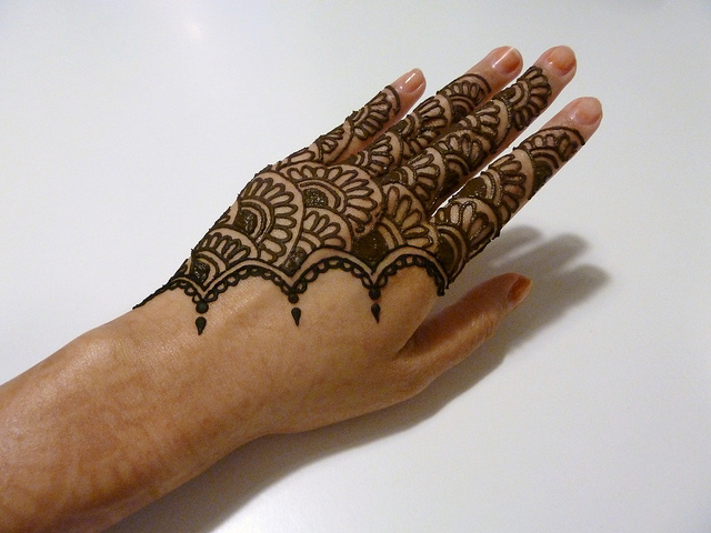 Do temporary tattoos cause scars scars and spots for Henna tattoo permanent